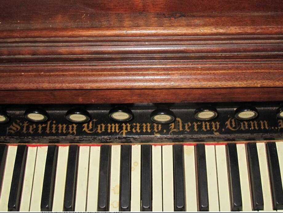 A 1890 Sterling organ is up for sale on eBay. Photo: /