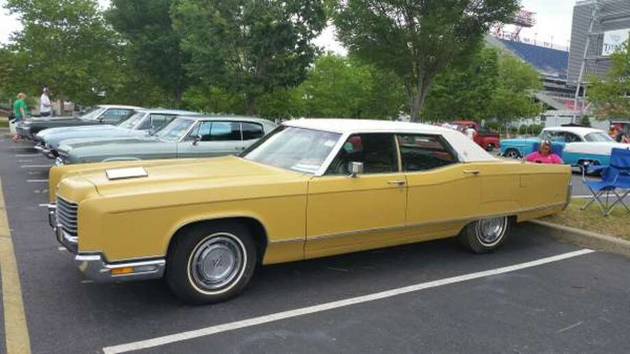 Lincoln Continental owned by 'Urban Cowboy' bar owner ...