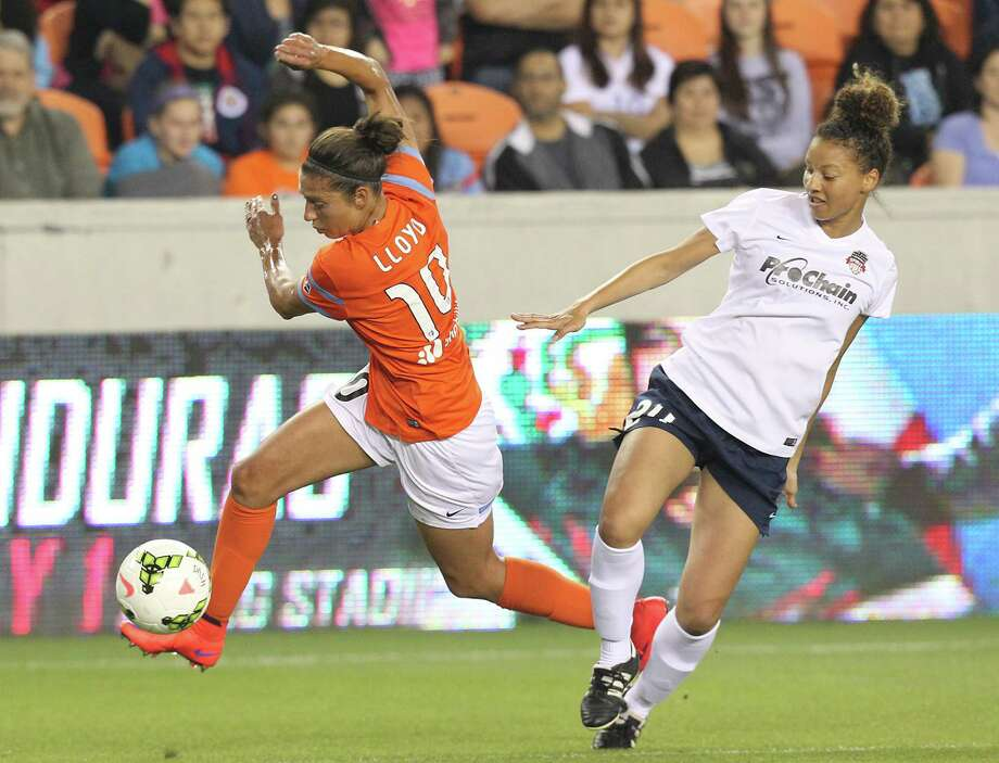 Houston Dash midfielder Carli Lloyd (10) dribbles the ball against Washington Spirit defender Estelle Johnson (24) in the first half at BBVA Stadium on Friday, April 10, 2015 in Houston, TX. (Photo: Thomas B. Shea/For the Chronicle) Photo: Thomas B. Shea, Freelance / © 2015 Thomas B. Shea