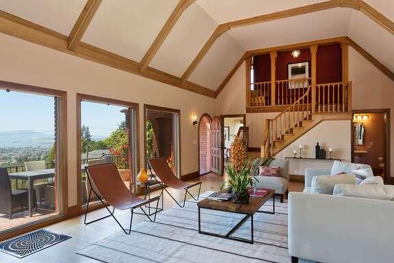 Hillside berkeley home completely rebuilt san francisco for 10 40 window definition