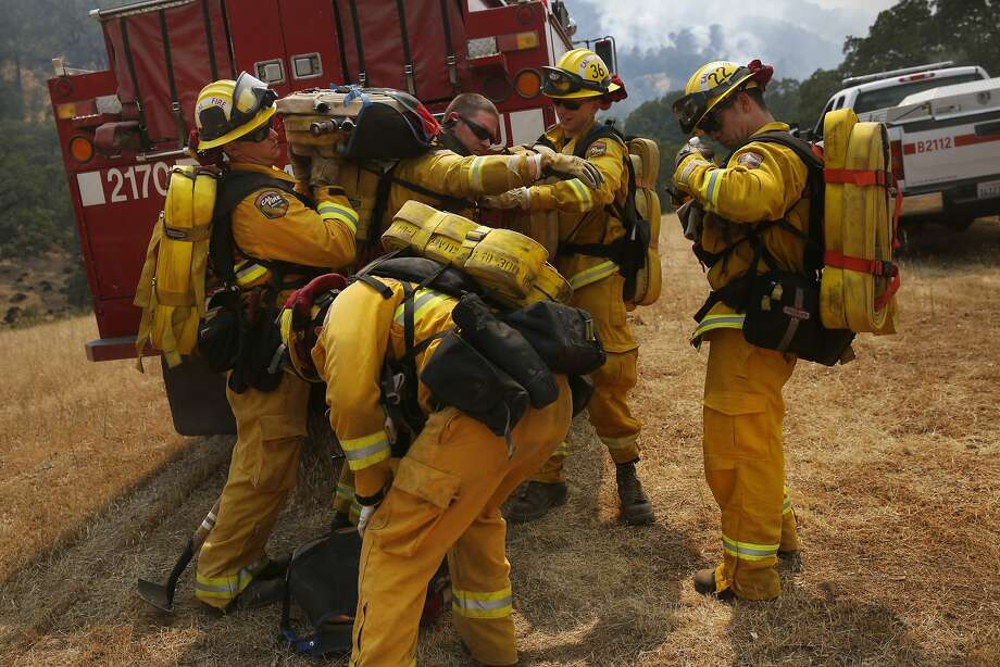 California Department of Forestry and Fire Protection crews load up with hoses July 23 before hiking toward the Wragg Fire. Photo: Leah Millis, The Chronicle