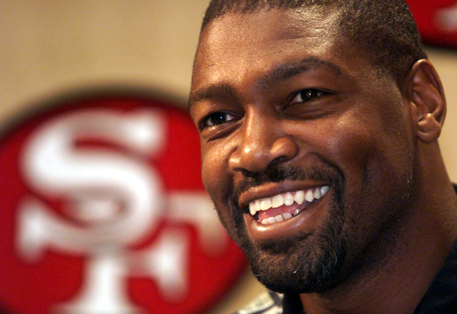 Charles Haley was all smiles during a 1999 news conference announcing his return to the 49ers. He had played in two playoff games the previous January and signed a four-year deal in July of 1999, but played only one more season - and made only one start - before retiring. Photo: CARLOS AVILA GONZALEZ / Carlos Avila Gonzalez / The Chronicle (1999)