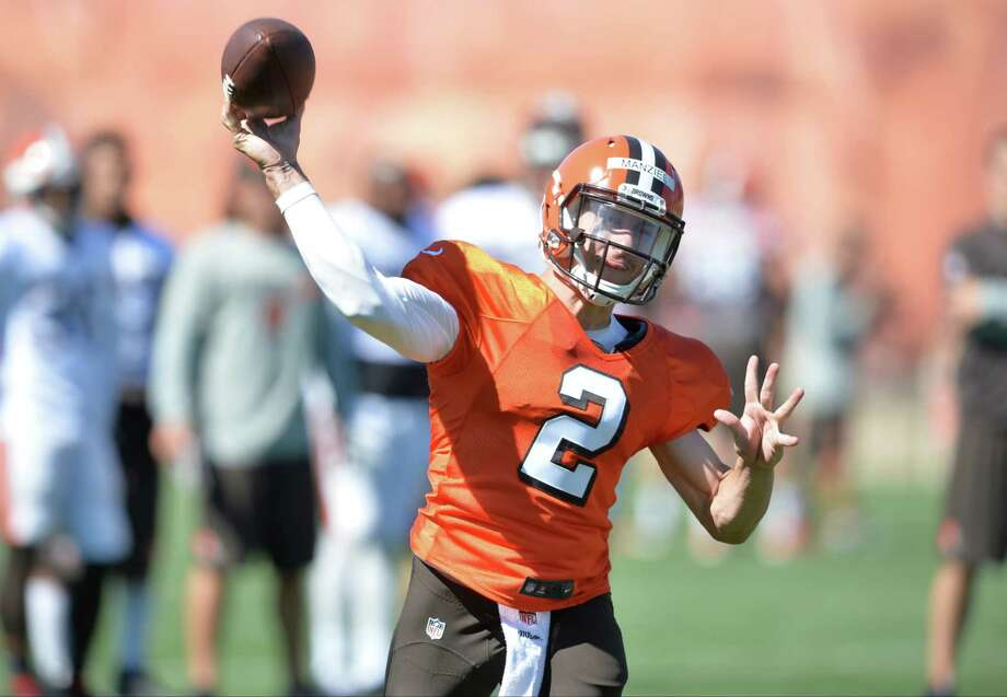 Cleveland Browns quarterback Johnny Manziel throws a pass during practice at NFL football training camp, Tuesday, Aug. 4, 2015, in Berea, Ohio. Photo: David Richard /Associated Press / FR25496 AP