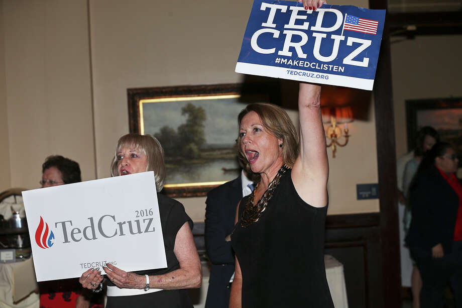 Loyette Schott (left) and Deborah Wall show their support for their favorite candidate during the GOP debate watch party at Maggiano's Little Italy on August 6, 2015. Photo: Tom Reel / San Antonio Express-News