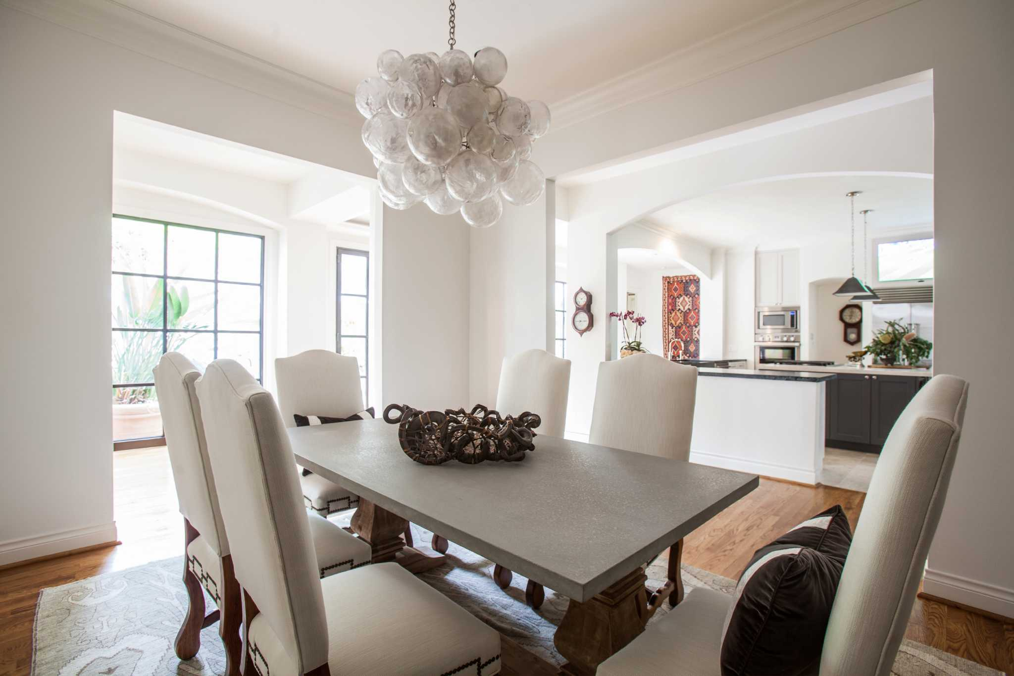 Light natural materials freshen bellaire home houston chronicle arubaitofo Choice Image