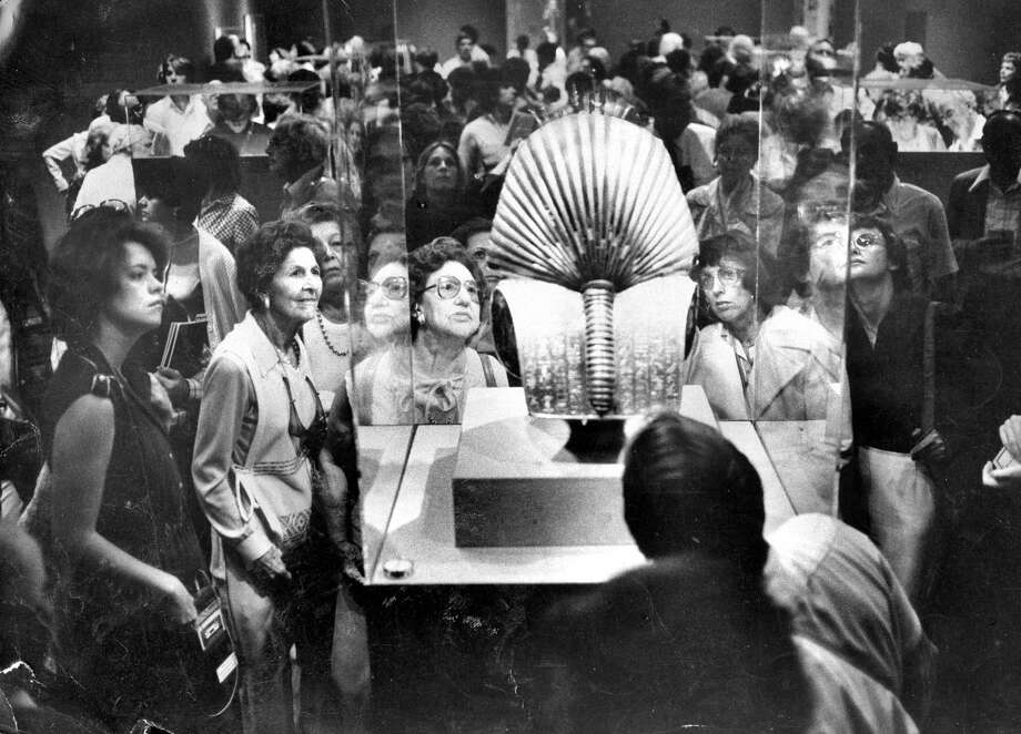 The King Tut exhibit opens in 1979 at the de Young museum, where the throngs who flocked to the spectacular exhibition admire a gold death mask of Egypt's King Tutankhamun. Photo: Gary Fong / Gary Fong / The Chronicle 1979 / ONLINE_YES
