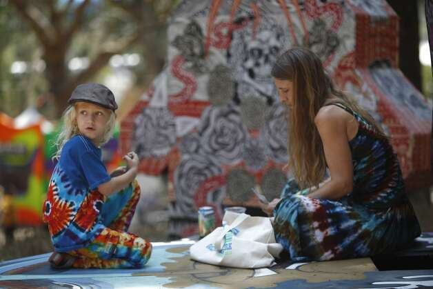 Onyx Gleser, 6 (left), watches a performance during a card game with Heather Gleser, 36 (right), at Outsidelands in San Francisco, California, on Saturday, May 30, 2015. Photo: Brandon Chew, The Chronicle