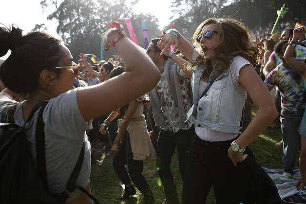 Sofie Zarrabi, 24 (left), and her friend Kelsey Hutcheson, 24 (right) dance in front of Twin Peaks Stage at Outsidelands in San Francisco, California, on Saturday, May 30, 2015. Photo: Brandon Chew, The Chronicle