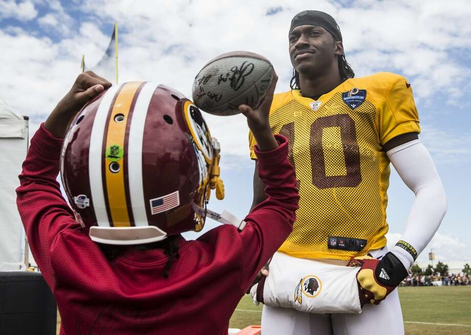 Washington Redskins quarterback Robert Griffin III stands with his niece, Jania Griffin, following practice during training camp, Aug. 8, 2015, in Richmond, Va. Photo: Brett Coomer, Houston Chronicle