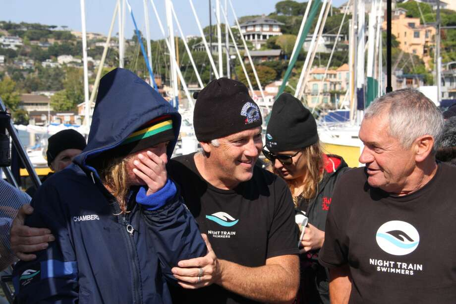 Kim Chambers successfully swims from Farallon Islands to San Francisco