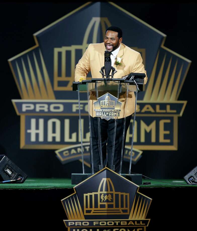 Former NFL player Jerome Bettis delivers his speech during an induction ceremony at the Pro Football Hall of Fame Saturday, Aug. 8, 2015, in Canton, Ohio.  (AP Photo/Tom E. Puskar) ORG XMIT: OHGP145 Photo: Tom E. Puskar / FR60050
