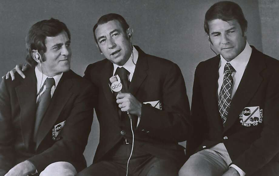 """Frank Gifford (right) joined Don Meredith (left) and Howard Cosell as the broadcasting team for ABC's """"Monday Night Football"""" in the 1970s and 1980s. Photo: Adfdaf, AP"""