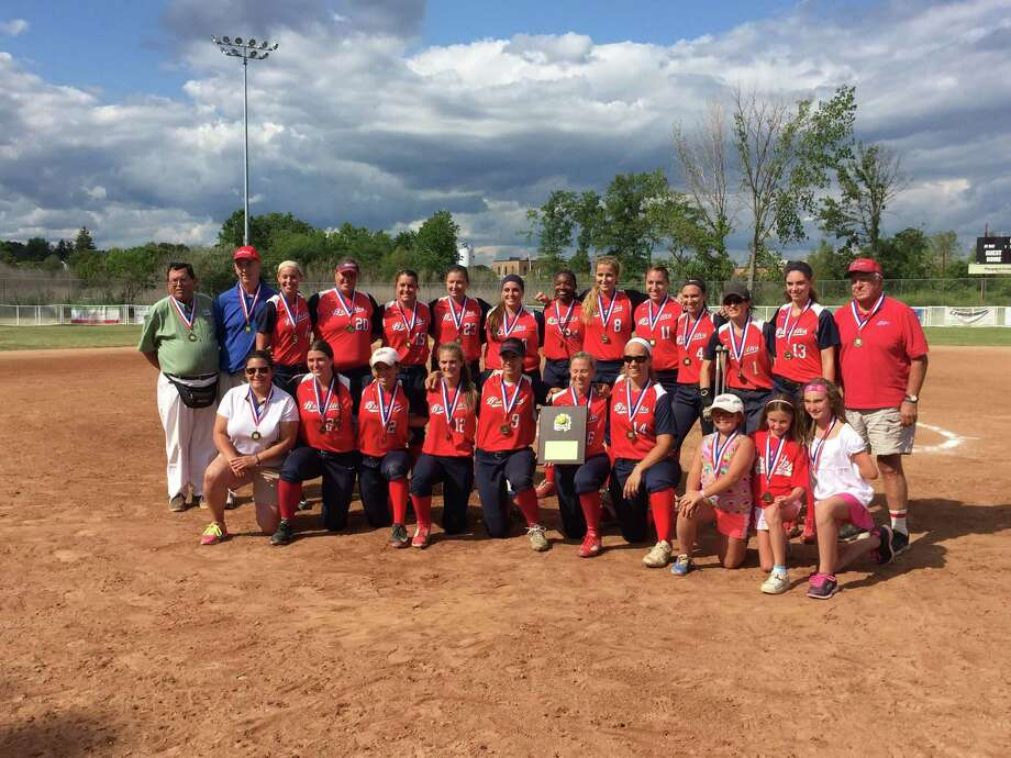 The Stratford Brakettes poses for a team photo after winning theiir sixth straight Women's Major Softball national championship on Sunday at DeLuca Field Photo: Aaron Johnson /Hearst Connecticut Media / Connecticut Post Contributed
