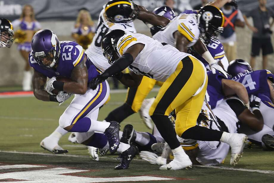 Joe Banyard scores on a 1-yard run in the third quarter of Minnesota's 14-3 win over Pittsburgh in Canton, Ohio. Photo: Tom E. Puskar, Associated Press
