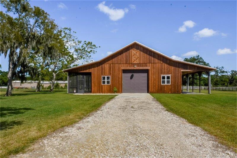 Modern barn style ranch for sale in texas san antonio for Texas barn home builders