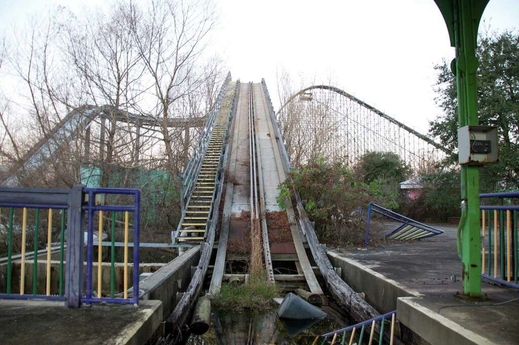 Looking Back At The Nowdesolate Six Flags New Orleans Years - 10 years hurricane katrina six flags theme park new orleans still lies abandoned 10 years