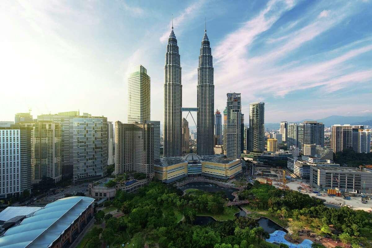 24. Petronas Twin Towers Kuala Lumpur, Malaysia