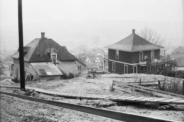 Homes on Queen Anne Hill between Fifth Avenue and Sixth Avenue, pictured Dec. 28, 1931.