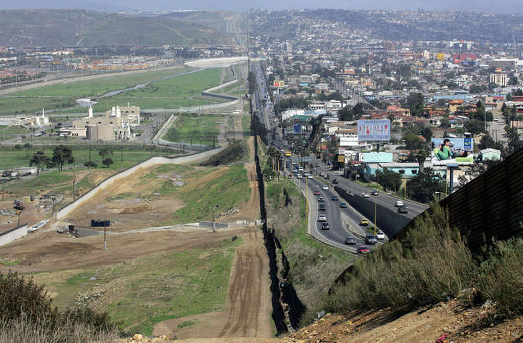 Before Donald Trumps Wall Starts Rising See What The USMexico - Aerial maps over mexican us border