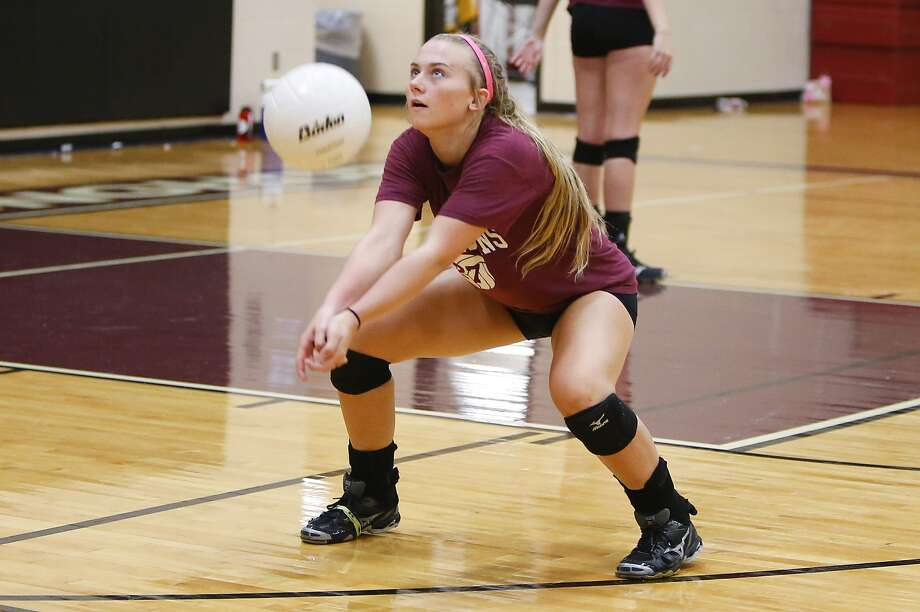 George Ranch's Cheyenne Horst volleys the ball back to a teammate during practice drills at George Ranch High School this month. Photo: Diana L. Porter, Freelance / © Diana L. Porter