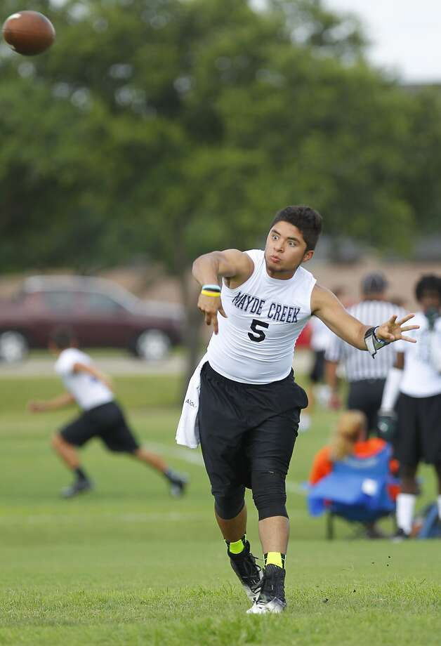 Mayde Creek quarterback Anthony Alcoser is one of the key returnees for new coach Mike Rabe this fall. Photo: Diana L. Porter, Freelance / © Diana L. Porter