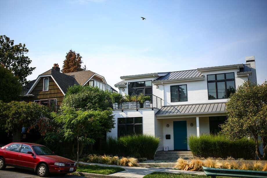 Lisa and Gary Mann, whose East Shelby Street home is pictured on the left, were sued by two neighbors who say that birds fed by the Mann family are destroying their homes in Seattle's Portage Bay neighborhood. Pictured Aug. 11, 2015. Photo: JOSHUA TRUJILLO, SEATTLEPI.COM STAFF