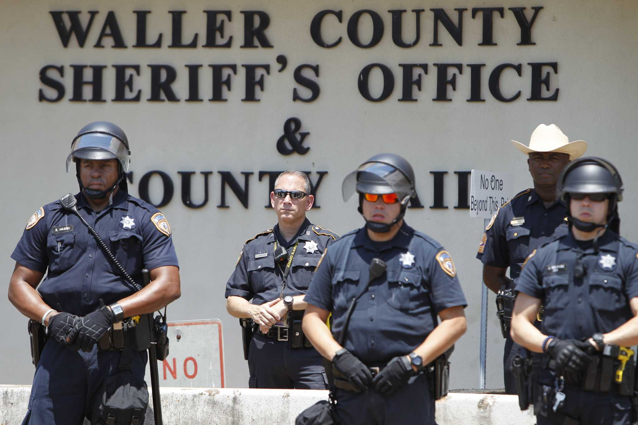 Judge: Waller County can ban guns in entire courthouse