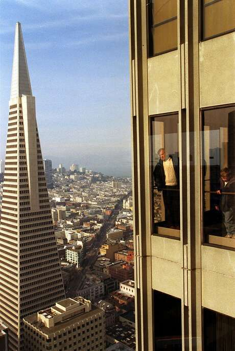 SKYDECK/C/24DEC98/MN/RW  Marty Provost and his son James, 10, of San Ramon look out windows of Skydeck with the Transamerica Pyramid in the background at the Embarcadero Center 1 in downtown San Francisco.   BY ROBIN WEINER/THE CHRONICLE Photo: Robin Weiner, SFC