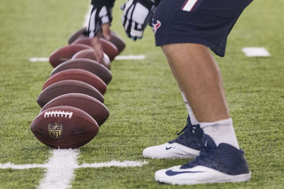 Houston Texans center Greg Mancz lines up to work on his snaps after practice during Texans training camp at the Methodist Training Center Thursday, Aug. 13, 2015, in Houston. ( Brett Coomer / Houston Chronicle )