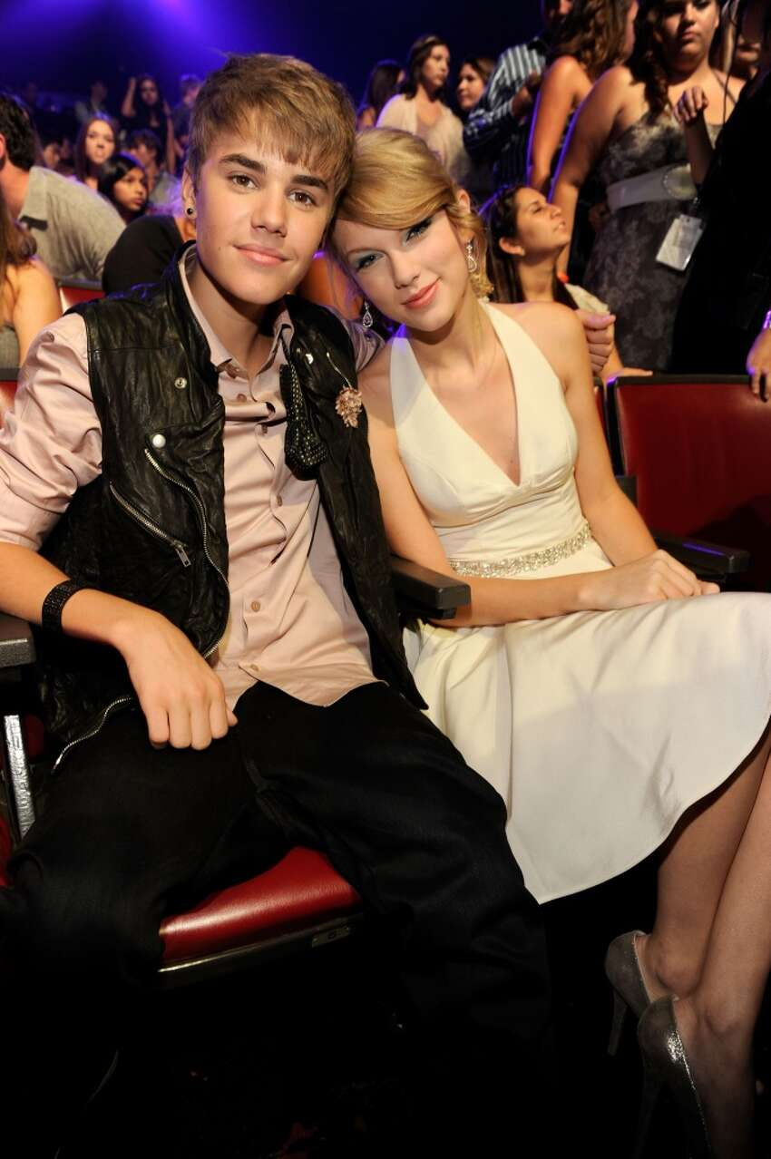 Singer Justin Bieber and musician Taylor Swift attend the 2011 Teen Choice Awards at Gibson Universal Amphitheatre on August 7, 2011 in Universal City, California. (Photo by Kevin Mazur/TCA 2011/WireImage)