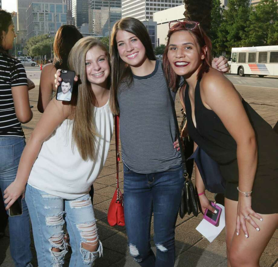 Fans pose for a photo before the Sam Smith concert at the Toyota Center Friday, Aug. 14, 2015, in Houston. Photo: Jon Shapley, Houston Chronicle / © 2015 Houston Chronicle