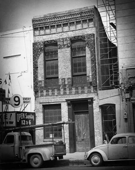 John Kennedy's Trading Post, now La Carafe on Congress Avenue. April 14, 1960 Photo: Dell Van Dusen / Houston Chronicle