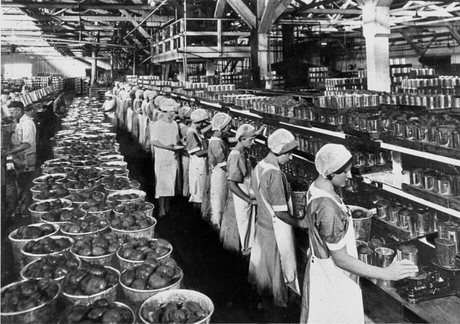 Women work at a Del Monte Corp. canning plant in the 1930s. / ONLINE_YES