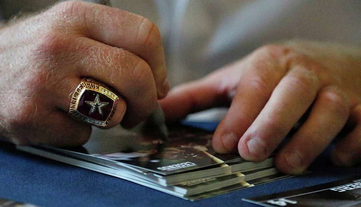 Morgan Ensberg flashes some treasured bling with each autograph during Legends Weekend.