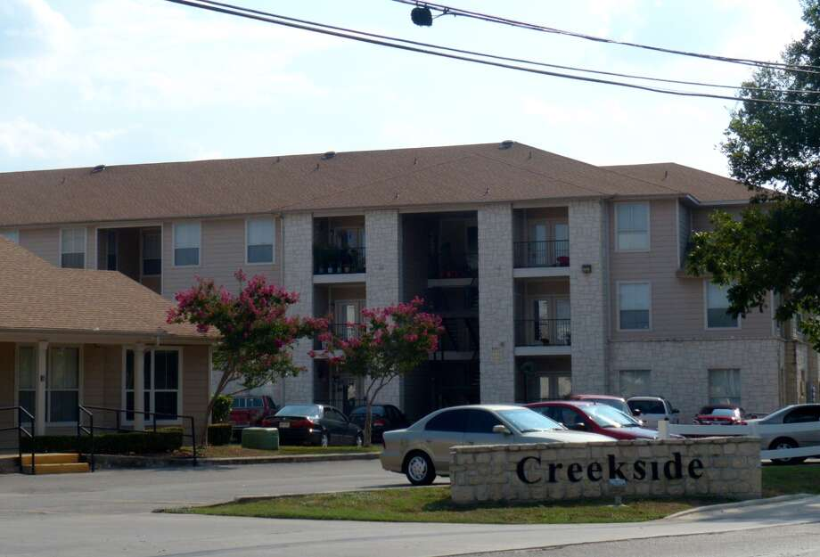 The cause of the fighting at Creekside Apartments, 711 River Road, Boerne, is still under investigation. Photo: Billy Calzada /San Antonio Express-News / San Antonio Express-News