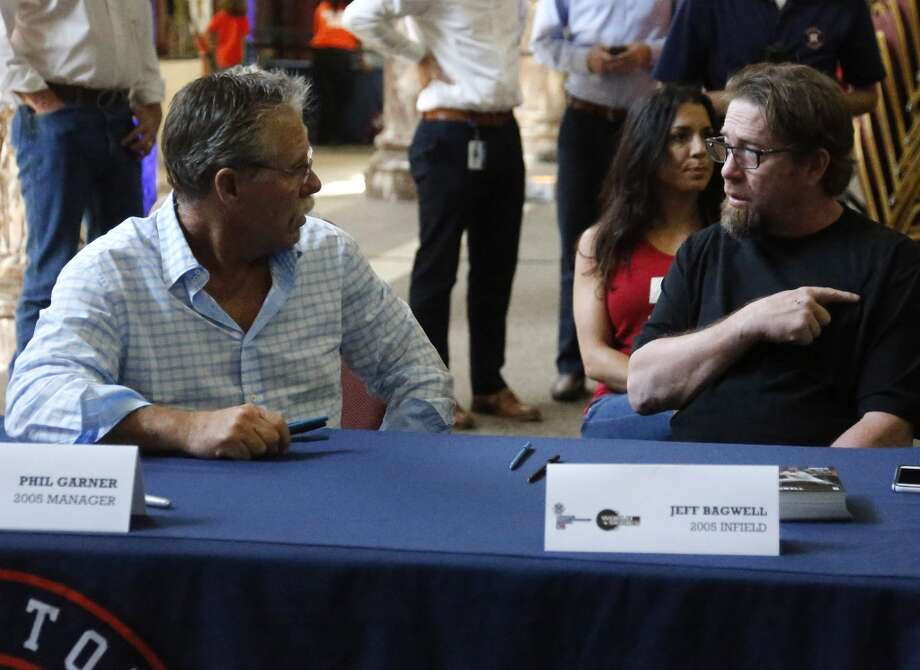 Houston Astros 2005 National League Championship team manager Phil Garner left, speaks with former Astros first baseman Jeff Bagwell right, before an autograph sign session at Minute Maid Park Saturday, Aug. 15, 2015, in Houston.   ( James Nielsen / Houston Chronicle ) Photo: Houston Chronicle