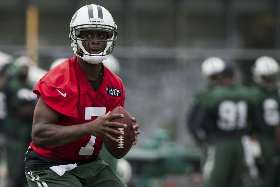 The New York Jets have told quarterback Geno Smith to refrain from any physical activity while his broken jaw heals. Smith is expected to be out six to 10 weeks. Photo: Mark Kauzlarich, New York Times
