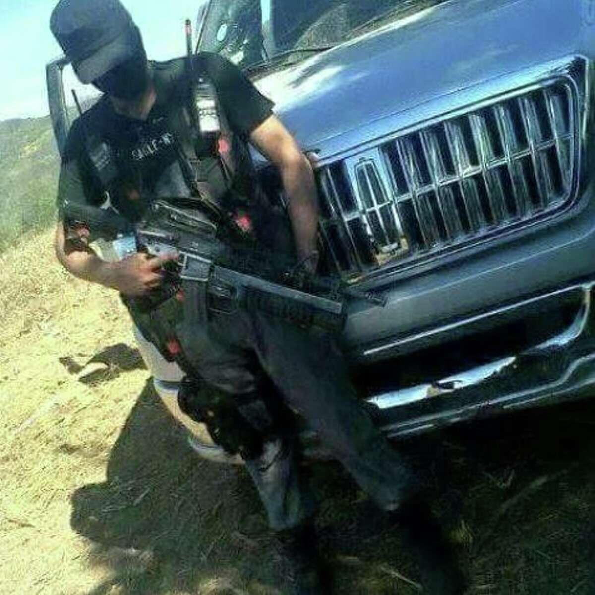 El Blog Del Narco published 25 more photos on Friday of alleged Gulf Cartel members showing their faces and heavy weaponry.