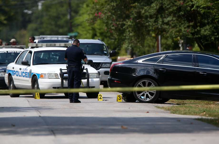 Houston Police investigate after an officer-involved fatal shooting of a male suspect in the 3900 block of Hoffman on Monday. Photo: Gary Coronado, Chronicle