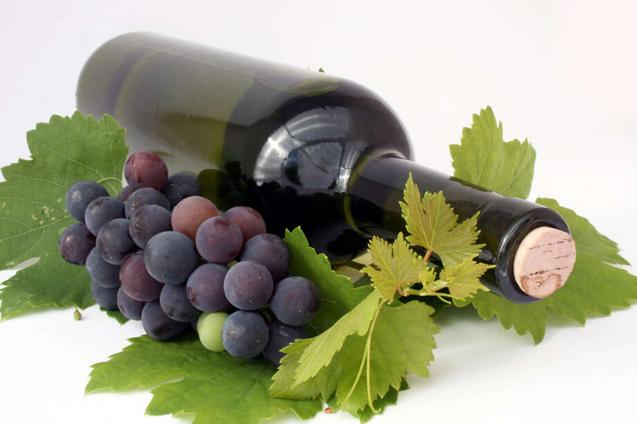 Wine , grapes. wine bottle Photo: Alexander Maier / handout / stock agency