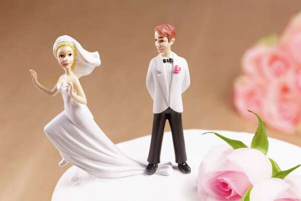 Escaping Bride on wedding cake