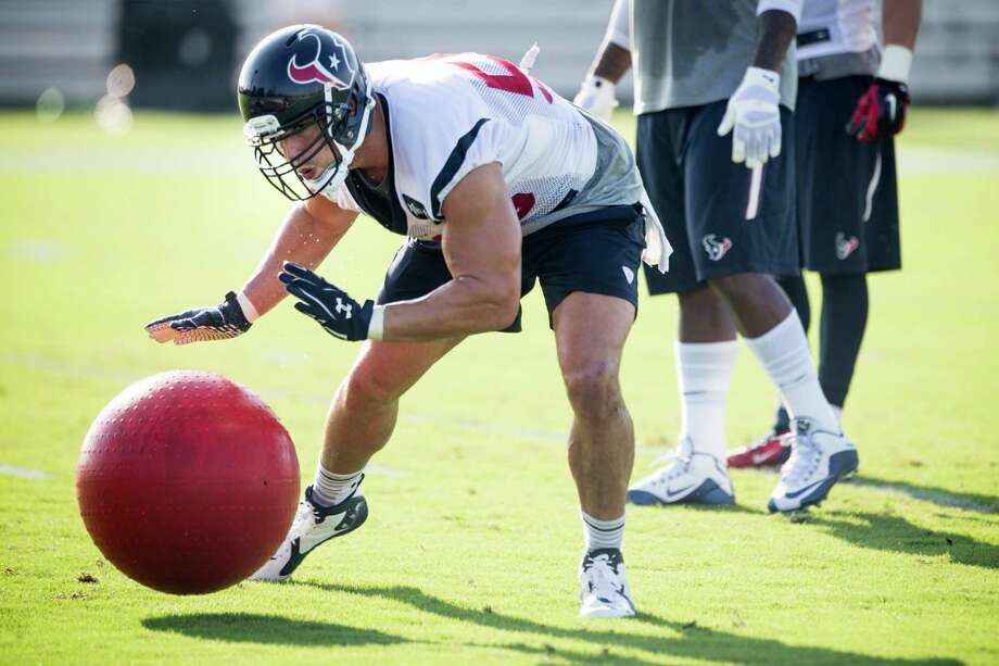 Texans inside linebacker Brian Cushing follows the bouncing ball as he participates in an agility drill Monday at training camp. Photo: Brett Coomer, Staff / © 2015 Houston Chronicle