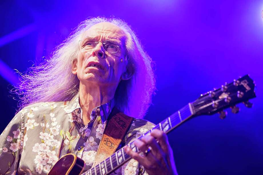 SAN DIEGO, CA - AUGUST 18:  Musician Steve Howe performs on stage with Yes on August 18, 2014 in San Diego, California.  (Photo by Daniel Knighton/Getty Images) Photo: Daniel Knighton, Contributor / Getty Images / 2014 Daniel Knighton