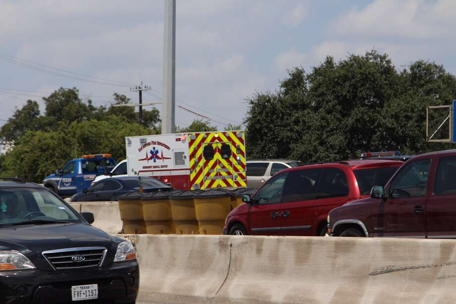 Emergency crews work to clear the scene of a three-car crash near the McCullough exit of Interstate 35 on August 18, 2015. Photo: Tyler White/San Antonio Express-News