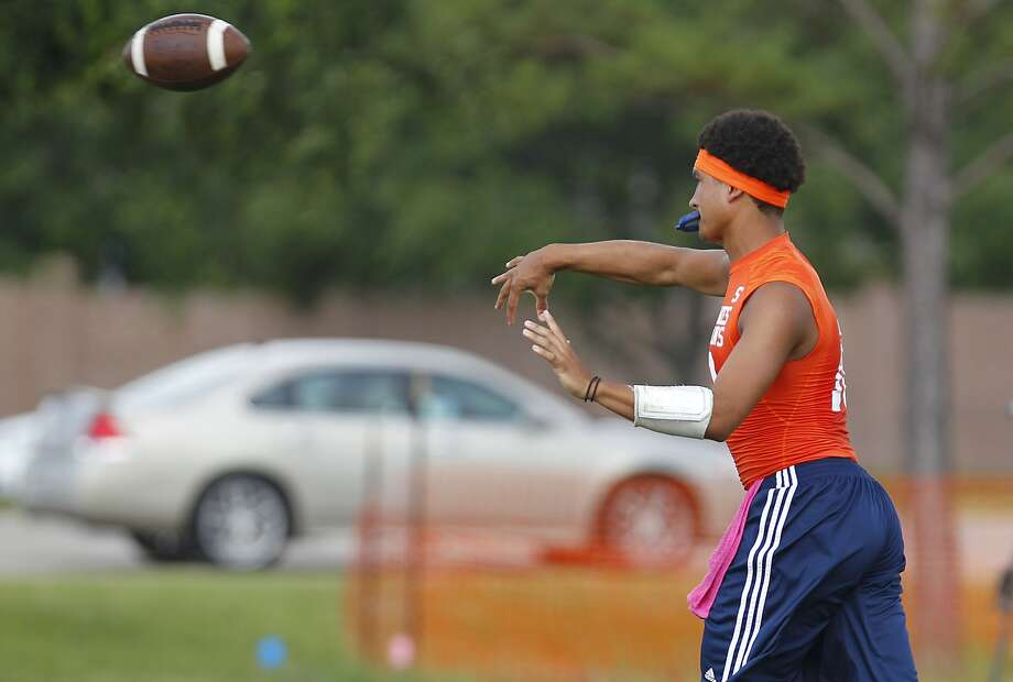 Seven Lakes quarterback Cameron Thomas is ready to lead the Spartans both to a district win and deep playoff run this season. Photo: Diana L. Porter, Freelance / © Diana L. Porter