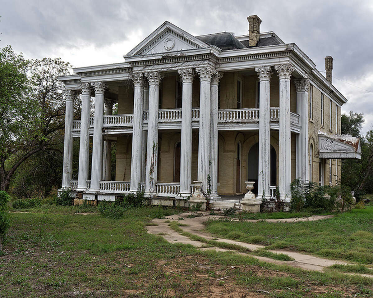 16 Creepy Abandoned Homes In Texas