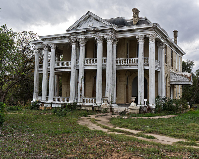 21 terrifying photos of abandoned homes in texas san