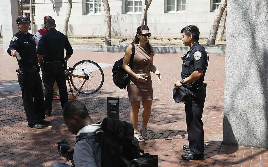 Erica Sandberg (middle) talks with police officers at U.N. Plaza. Photo: Liz Hafalia, The Chronicle