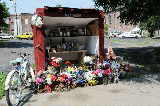 A make-shift memorial on Old Sixth Avenue for Tyreek Prince, 18, who was killed on May 31 is seen Tuesday, Aug. 18, 2015, in Troy, N.Y. A fatal shooting occurred not far from its location early Tuesday morning. (Lori Van Buren/Times Union) Photo: WW / 00033051A