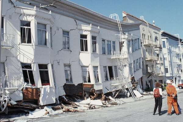 No. 1 ... California - Total Population: 38.2 Million. Pop at risk of damage: 38.1 M. Pop exposed to very strong quake: 30.6 M. Photo caption: Damage to the Marina District, San Francisco following the 1989 Loma Prieta earthquake